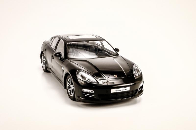 1/14 Porsche Panamera (Black)