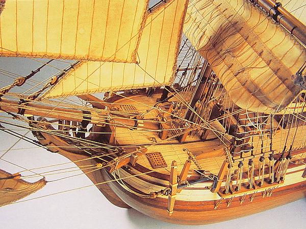 HMS Bounty с разрезом масштаб 1:48