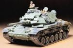 Склеиваемая пластиковая модель Американский танк М60А1 w/REACTIVE Armor и 2 фигуры, масштаб 1:35